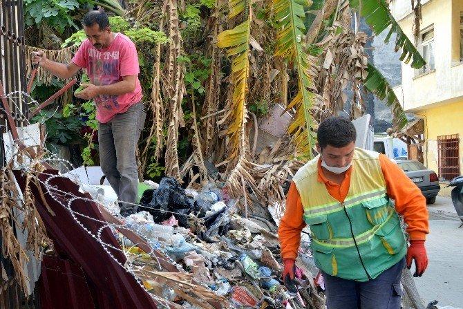 Mersin'de 'Çöp Ev' Belediye Ekiplerince Temizlendi