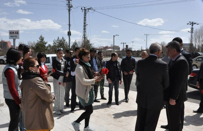 Azerbaycan İrevan Dram Tiyatro Ekibi Kars'ta!