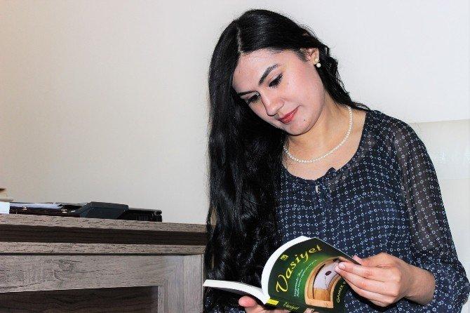1 Yılda İkinci Kitabını Çıkarttı