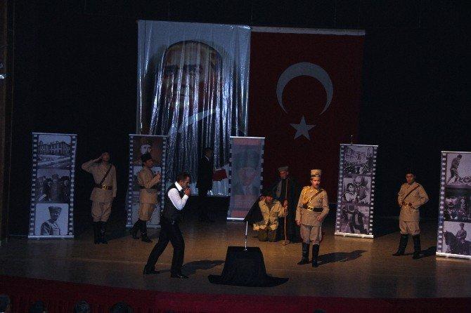 """Iğdır'da """"Cumhuriyetin İlk Sedası"""" Oyunu Sahnelendi"""