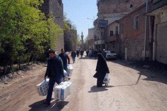 Vatandaşlar, Yasaklı Mahallede Evlerine Girip Zarar Tespit Çalışmalarına Katıldı