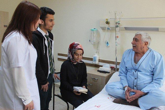 Öğrenciler Hastaları Yalnız Bırakmıyor