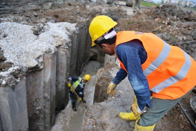 Finike'ye 180 Kilometre Kanalizasyon Döşeniyor
