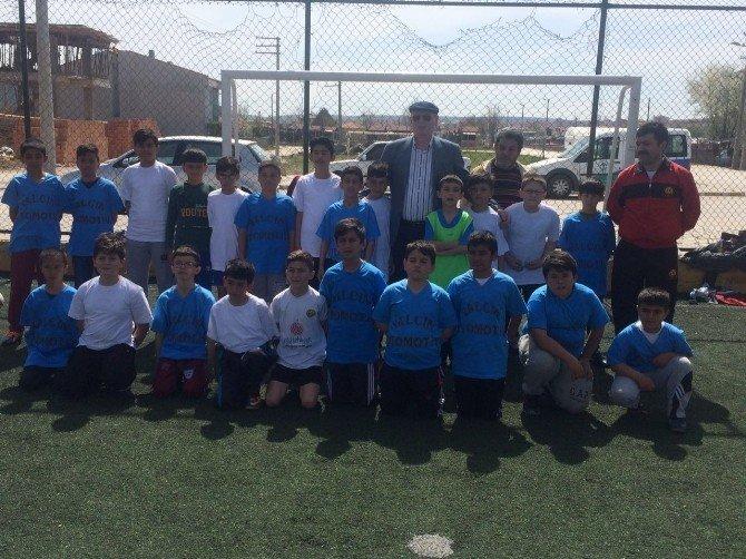 Başkan Kurt Çocuklarla Futbol Oynadı