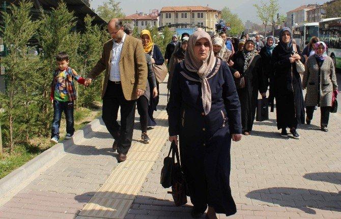 Hacca Gidemeyen Bursalılar Özlem Gidermek İçin Umreye Gitti