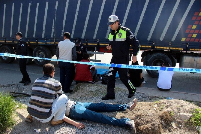 Motosiklet Tır'ın Altında Kaldı: 1 Ölü, 1 Yaralı