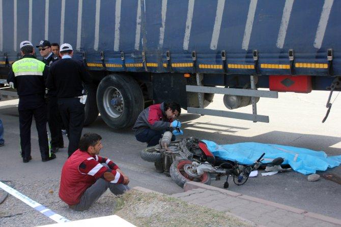Kazada ölen bayanı, olay yerine gelen yakınları teşhis etti