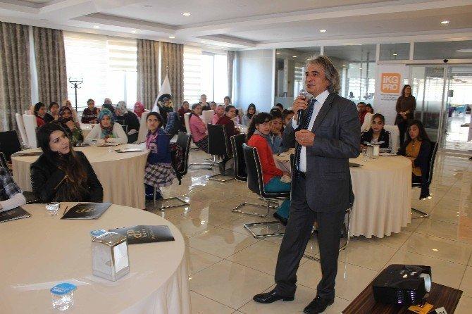 Muş'ta Öğrencilere Meslek Eğitim Konferansı