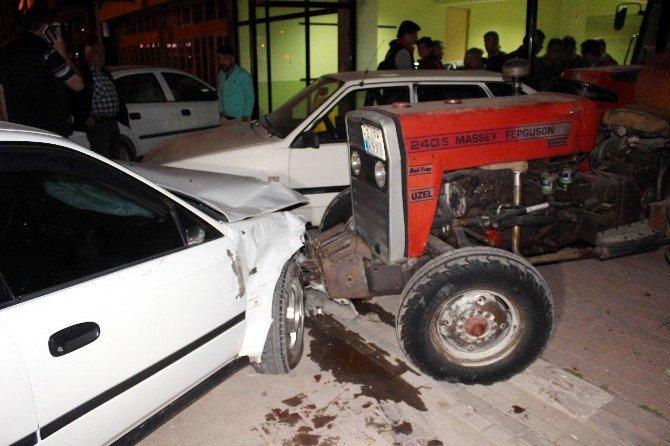Otomobille Çarpışan Cip İkiye Bölündü: İki Yaralı