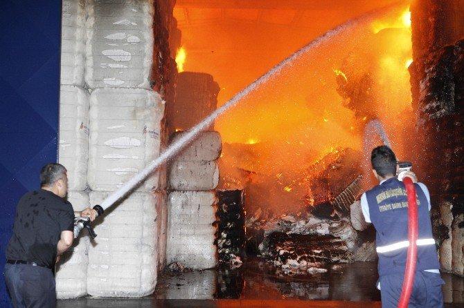 Pamuk Deposunda Korkutan Yangın