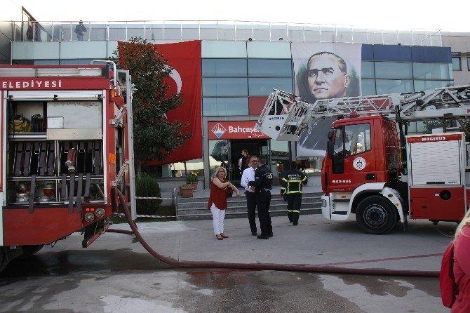 Öğretmenler Odasında Çıkan Yangın Korkuttu