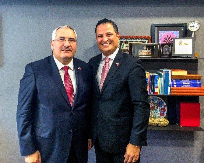 Panama Büyükelçisinden Dostluk Grubu Başkanı Önal'a Ziyaret