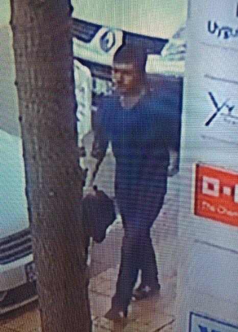 Otomobilden Hırsızlık Yapan Zanlılar Yakalandı