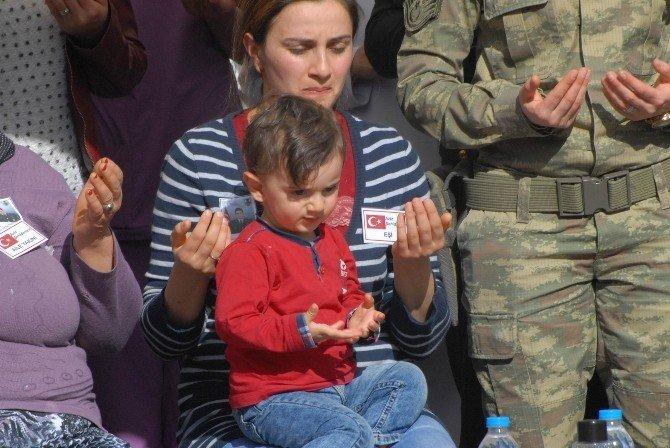 Şehit Askerin 1,5 Yaşındaki Oğlundan Yürek Dağlayan Feryat