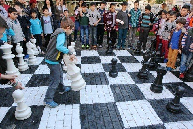 Bayraklı'da 'Sokakta Satranç Var' Etkinliği