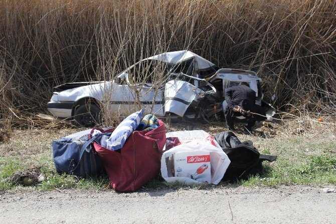Park Halindeki Otomobile Kamyon Çarptı: 5 Yaralı