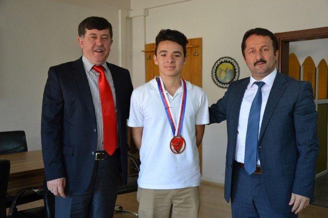 Akkaya, Dünya Şampiyonasından Madalyayla Döndü