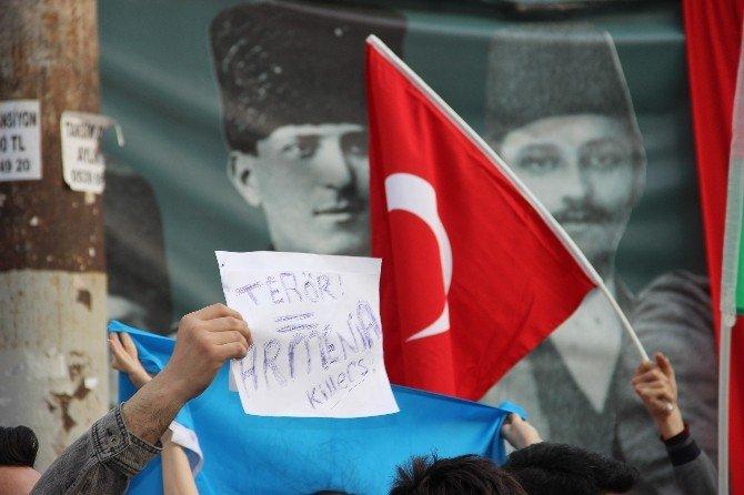 Azerbaycanlı Öğrencilerden 'Karabağ' Protestosu