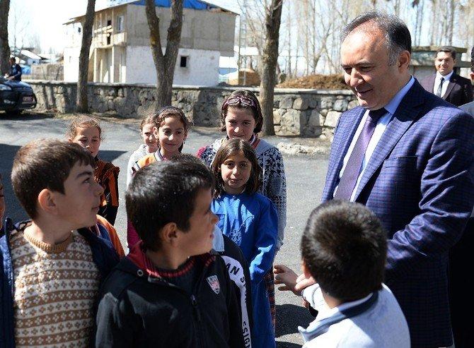 Vali Altıparmak Çatısı Yanan Köy Okulunda İncelemelerde Bulundu