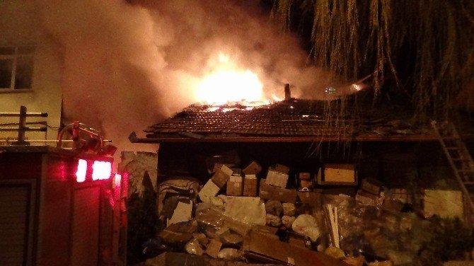Yozgat'ta Yanan Hurda Dolu Ev Güçlükle Söndürüldü
