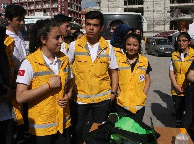 Yozgat Atatürk Sağlık Meslek Lisesi Öğrencileri Vatandaşın Tansiyon Ve Kan Şekerini Ölçtü
