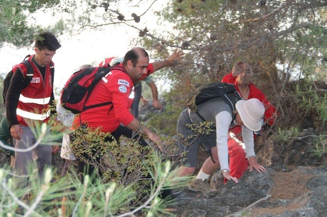 AKUT Fethiye'de Kaybolan İngilizleri Kurtardı