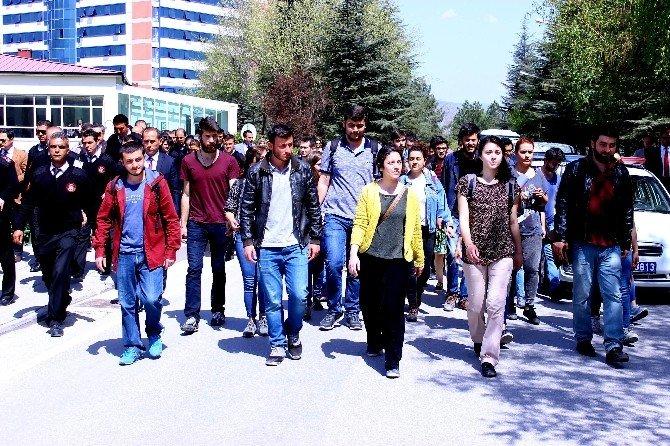 Öğrencilerden Bir Garip Eylem