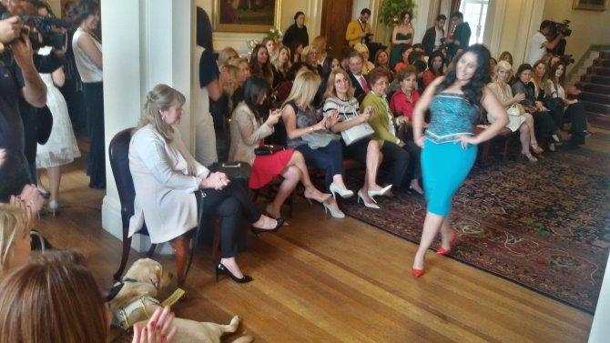 İngiltere Büyükelçiliği'nde şiddet gören kadınlara destek defilesi