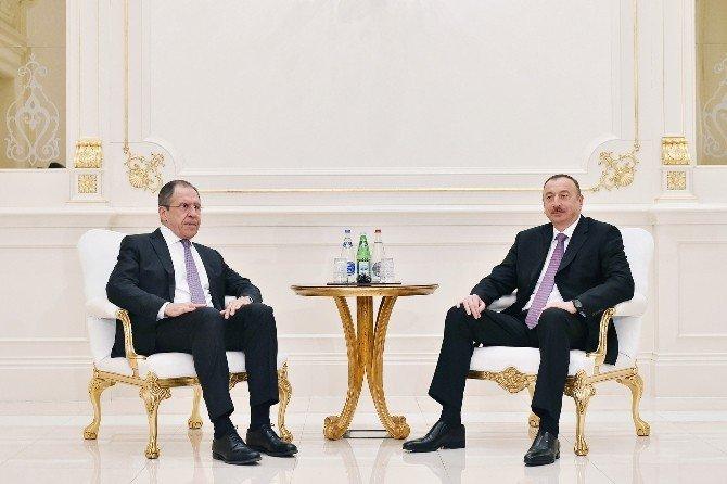 Azerbaycan Cumhurbaşkanı Aliyev, Lavrov'u Kabul Etti