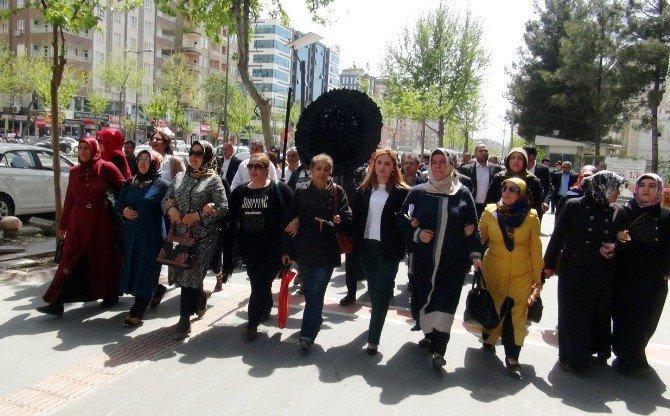 Batman'da AK Parti Ve CHP'liler Arasında Çelenk Gerginliği