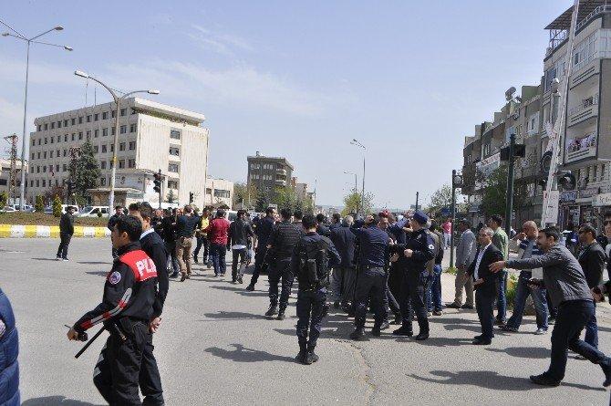 Batman'da İki Aile Arasında Kavga: 1'i Polis, 11 Yaralı