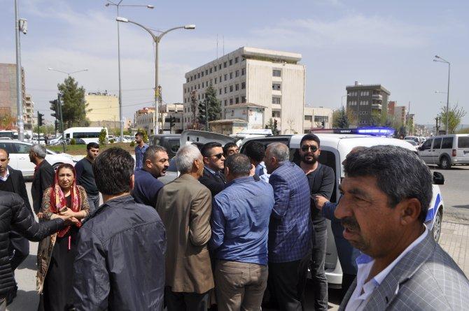 İki aile arasında taşlı sopalı kavga: 1'i polis, 11 yaralı