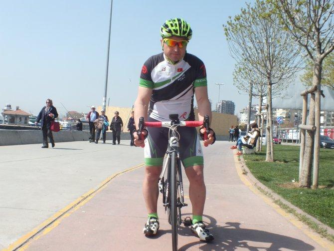 Obeziteye dikkat çekmek için 900 kilometre pedal çevirecek