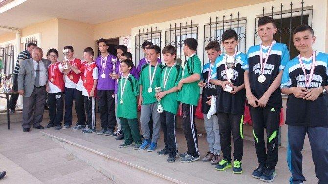 Birincilere Kupa Ve Madalya