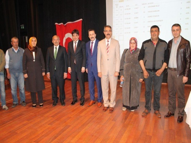 Turhal'da Dar Gelirli Vatandaşlar Konutlarına Kavuştu