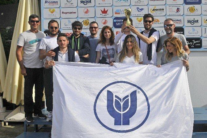 Genç Yelkenciler Sezona Kupayla Başladı