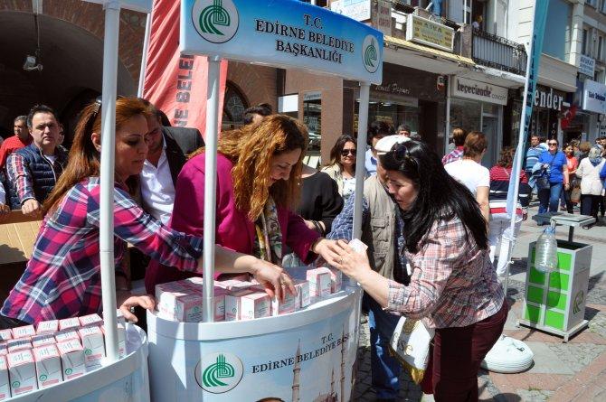 Edirne Belediyesi 15 bin kandil simidi dağıttı