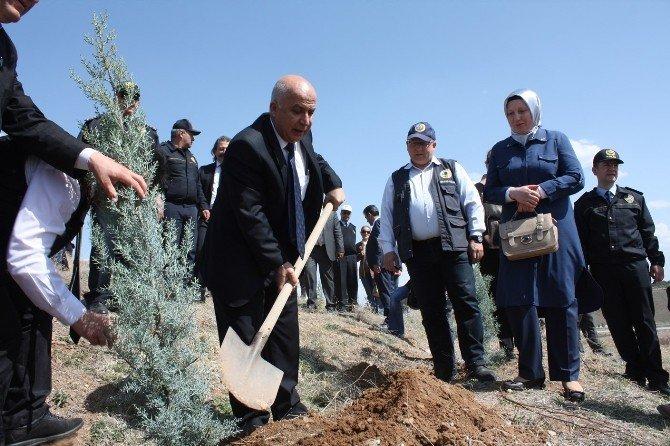 Aksaray'da Her Şehit İçin 10 Fidan Dikildi