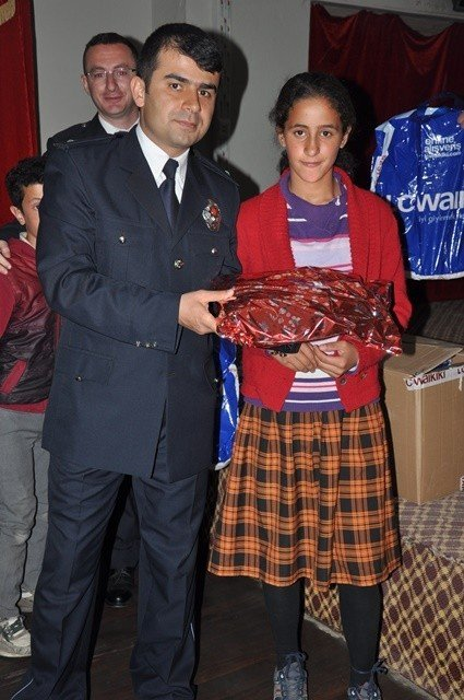 Patnos'ta 50 Öğrenciye Giyim Yardımı