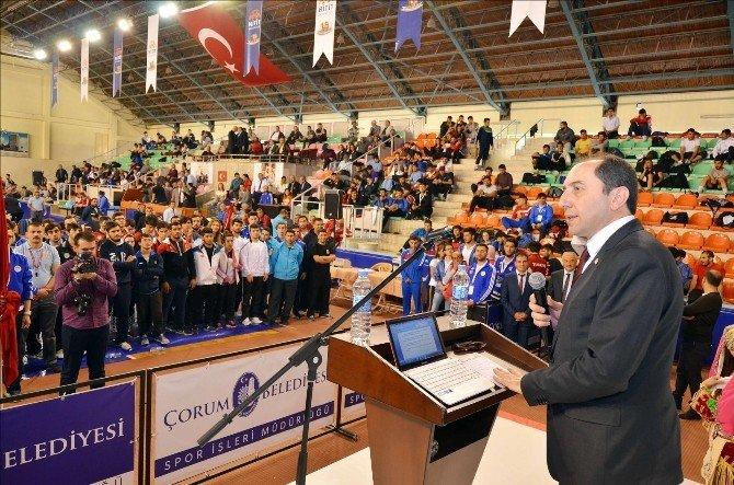 Üniversiteler Arası Türkiye Güreş Şampiyonası Çorum'da Başladı