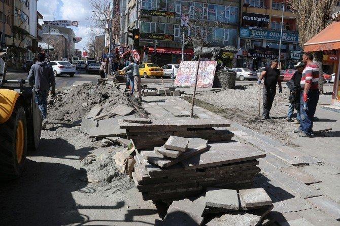 Kars Belediyesi Kaldırım Çalışmalarına Başladı