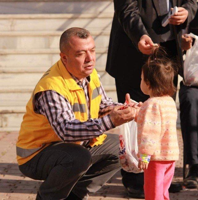 Konya'da 112 Acil Yardım Çalışanları Şivlilik Dağıttı