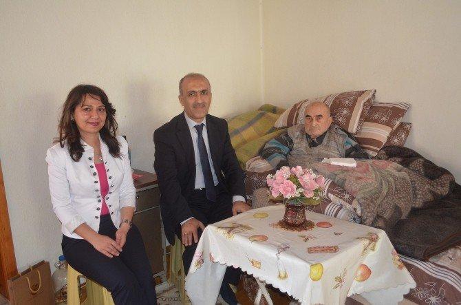 İl Sağlık Müdürü Hastaları Evinde Ziyaret Etti