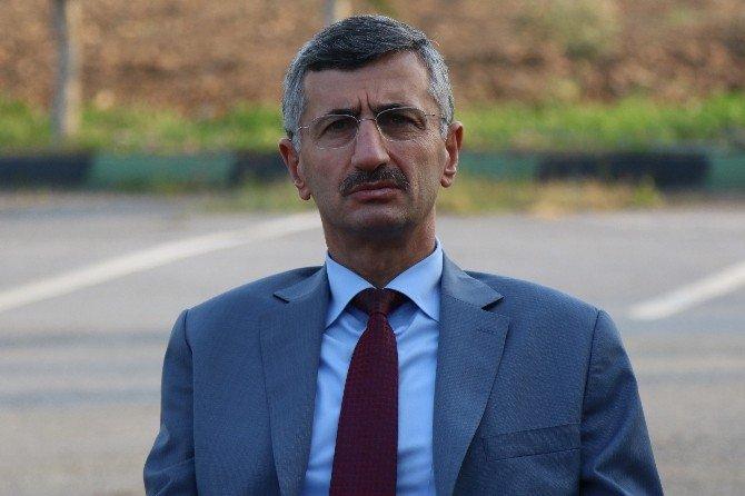 Manisa Valisi Bektaş'tan Akhisarspor'a Moral Ziyareti
