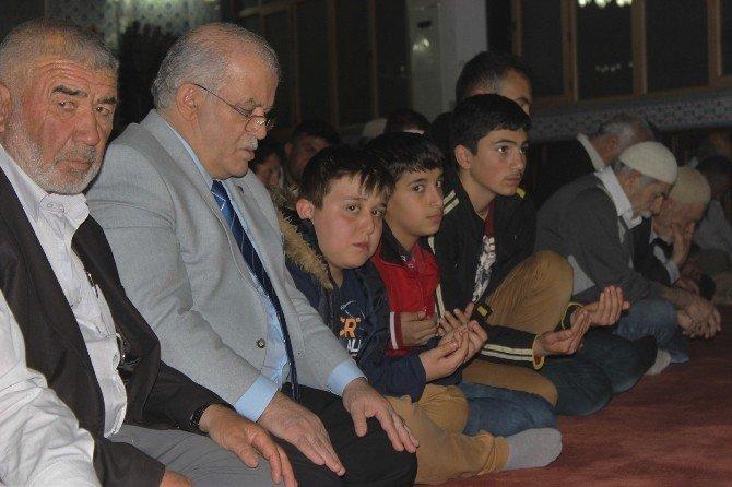 Kırşehir'de Hoca Ahmed Yesevi Camii Merkezli Regaip Kandili Karşılandı