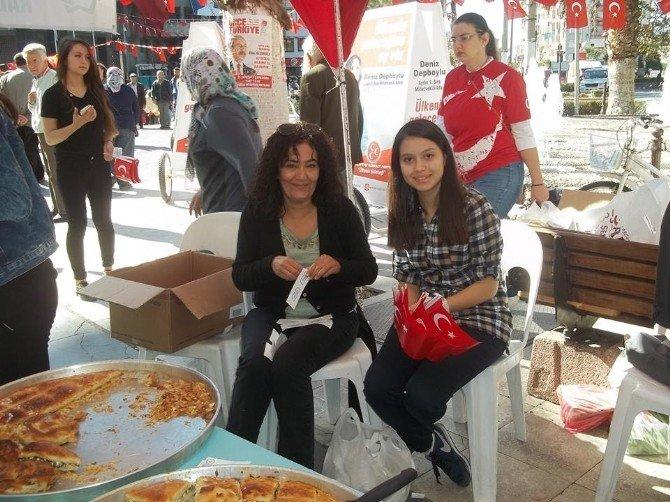 Turkuaz Kadınlarından Öğrencilere Burs Kermesi