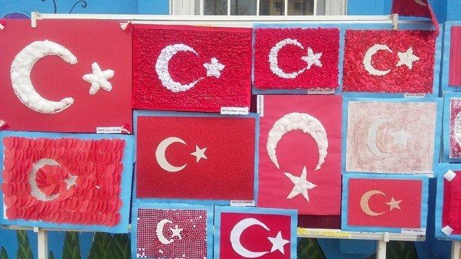 Miniklerden 'Şanlı Bayrağım' Sergisi