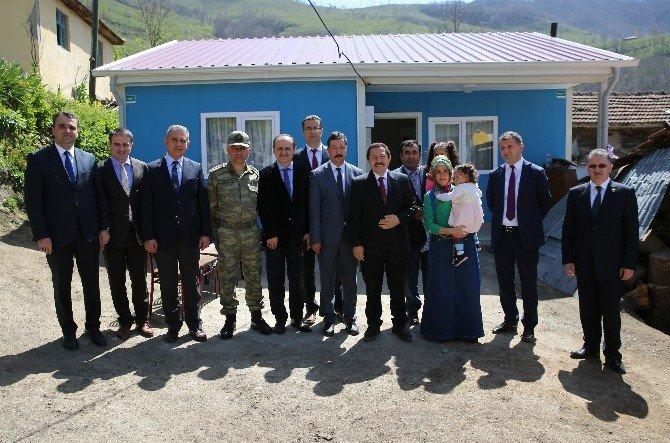 Ordu'da İki Ailenin Prefabrik Ev Sevinci