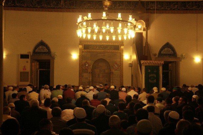 Antalya Regaip Kandili'nde Camilere Sığmadı