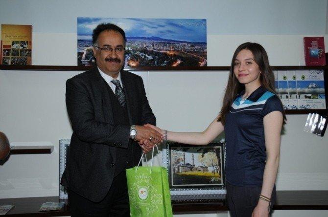Halk Oyunu Ekibinden Rektör Yılmaz'a Ziyaret